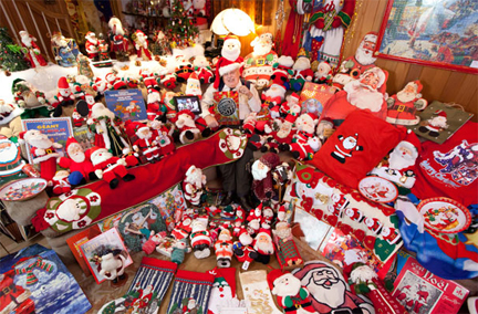 In Pictures: Largest Collection of Santa Claus Memorabilia
